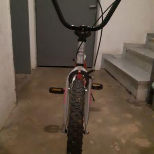 Πωλείται παιδικό κοριτσίστικο ποδήλατο σε άριστη κατάσταση(20αρι μέγεθος ροδας)