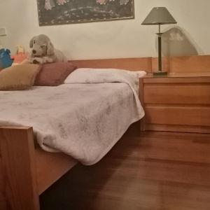 Διπλό κρεβάτι με κομοδίνα & στρώμα