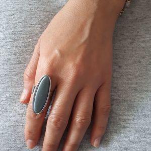 Δαχτυλίδια από ατσάλι σε λιτή μοντέρνα γραμμή