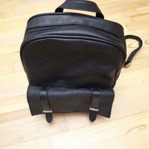 Μαύρη τσάντα δερματίνι