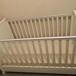 Παιδική κρεββατι αχρησιμοποίητο με ολοκαίνουργιο αντιαλλεργικο στρώμα και αποσπώμενο μπροστινό κάγκελο διαστάσεων 1,46x80,5x91