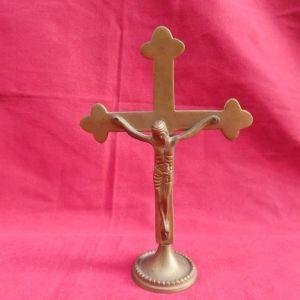 Μπρούτζινος επιτραπέζιος σταυρός.