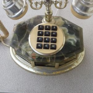 Vintage τηλέφωνο σε πολύ καλή κατάσταση. Όμορφο διακοσμητικό κομμάτι.
