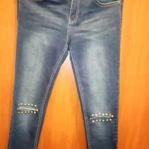 Μπλε τζιν με σκισιματα στα γόνατα και τρουκς