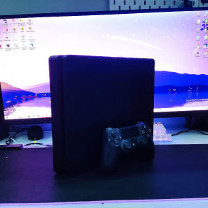 PS4 Slim 500gb + Controller (The Last OF US Part2 Limited edition)