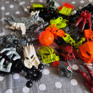 Parts of old Bionicle (no damages)