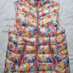 Πωλείται μπουφάν αμάνικο, Zara kids, μέγεθος 13-14, για κορίτσια. Τιμή 10€. Άριστη κατάσταση.