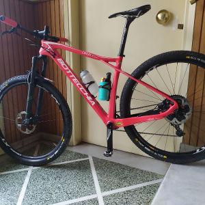 πωλείται bottecchia 29αρι Carbon χωρίς χτύπηματα με προστατευτική μεμβράνη από την πρώτη μέρα. στο ποδήλατο έχουν αλλαχτεί πολλά πράγματα πάνω τα οποία δεν φαίνονται γιατί είναι καινούργια.