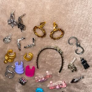 Barbie Κοσμήματα 2€