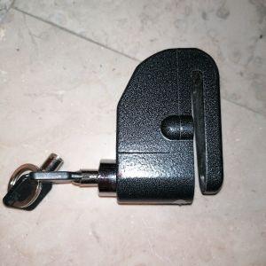 Λουκετο τυπου CRIPTONITE για δισκοπλακα με δυνατο συναγερμο. Τοσο ευαισθητο που μολις κουνηθει εστω και απο αερα το λουκετο αρχιζει να χτυπα που θα αποτρεψει το οποιονδηποτε σε φυγή. Με 2 κλειδιά.