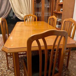 Τραπεζαρία με 5 καρέκλες