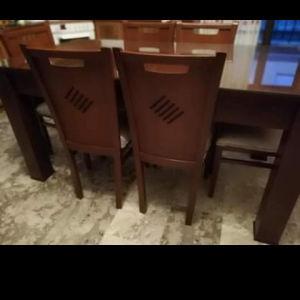 τραπεζαρία με 6 καρέκλες σε πολύ καλή κατάσταση με προστατευτικο τζάμι