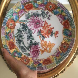 Vintage,χειροποιητο,αψογο,πορσελανινο πιατο(0,26) φιλοτεχνημενο με χρυσο κ λουλουδια