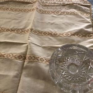 Παραδοσιακός τσεβρές με χρυσή κλωστή 97Χ52 εκ.