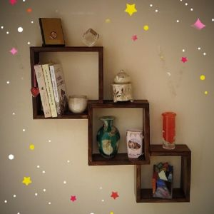 Ραφιέρα με τετράγωνα ράφια τοίχου