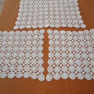 σετ 3 τεμαχίων 1 μεγάλο ( 0.60 cm X 0.60 cm) και 2  μικροτερα λευκα  (0.40cm X 0.40cm)με τσιγκελακι
