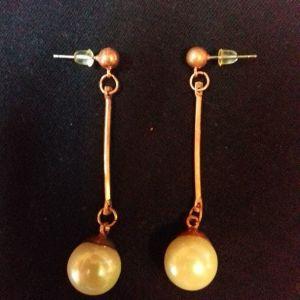 σκουλαρίκια με ψεύτικο μαργαριτάρι