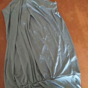 φόρεμα με μόνο έναν ώμο