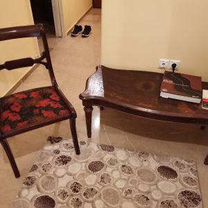 τραπέζι σαλονιού με καρέκλα
