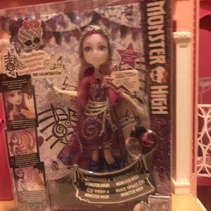 monster high doll ari hauntintong