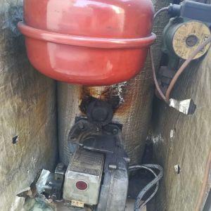 Λέβητας πετρελαίου με θερμοστάτη και 500 δεξαμενή πλαστικια πετρελαίου.