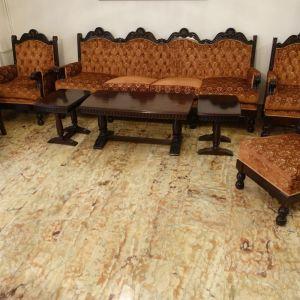 Σκαλιστό σαλόνι χρωματος μπορντώ με μασιφ ξυλο 7 τεμαχιων.Δινονται και τμηματικα