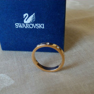 Δαχτυλίδι γυναικείο SWAROVSKI. Επιμετάλλωση, χρυσής απόχρωσης. Μέγεθος 55.