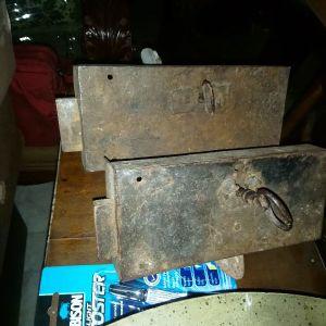δύο πολύ παλιές κλειδαριές