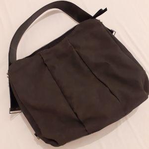 Αχρησιμοποιητη τσαντα σε μαυρο χρωμα