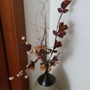 Βαζο εισοδου με λουλουδια