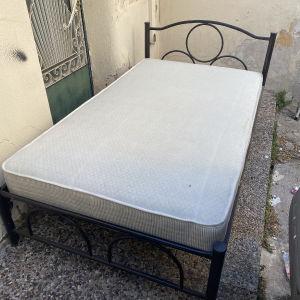 Κρεβάτι μεταλλικό μαζί με Στρώμα