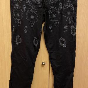 Παντελόνι miss sixty medium μαύρο με κέντημα