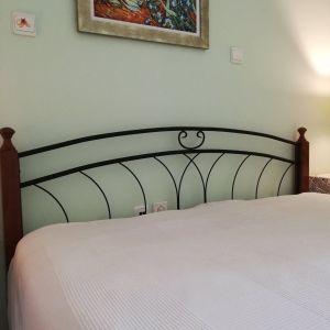 Κρεβάτι & κομοδίνα