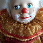 Μεγάλη κούκλα κλόουν σε Swing-Πορσελανη,ύφασμα, καινούργια