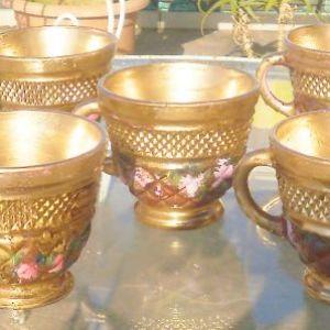 Σετ για Punch Ιταλικό από κρύσταλλο , σε χρυσό χρώμα,  αποτελείται από 1 μπολ διαμέτρου 35εκ, 12 ποτήρια το καθένα με διάμετρο 9 εκ,  και 1 κουτάλα με διαστάσεις  16x7.5xH25 cm .