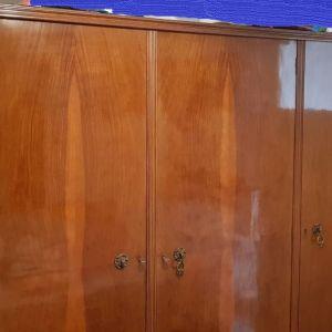 Πωλείται ντουλάπα παλιά 3φυλλη σε πολύ καλή κατάσταση αντίκα.