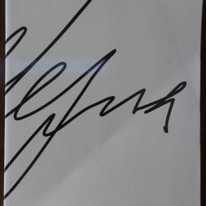 Μελίνα Μερκούρη   Έκδοση του Μουσείου Μπενάκη & του Ιδρύματος Μελίνα Μερκούρη   -  Κυκλοφόρησε το 2014   -   Έχει διατηρηθεί και ο σελιδοδείκτης από την αυθεντική κόπια της ταινίας «Ποτέ την Κυριακή».