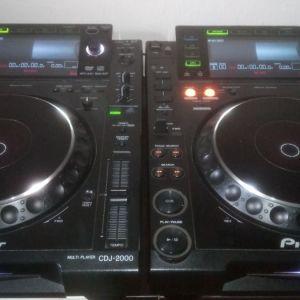 2 x Pioneer CDJ 2000