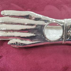 Ιερή λειψανοθήκη χειροποίητη όλη στο χέρι από καθαρό ασήμι 1000 βαθμών. Ένα μοναδικό και σπάνιο κειμήλιο έτοιμο για να κοσμήσει και να φυλάξει τα Χαριτόβρυτα Ιερά Λείψανα Αγίου-Αγίας