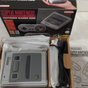 Super Nintendo classic mini στο κουτι του