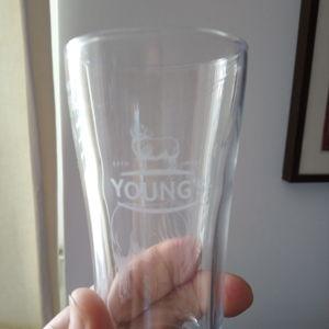 Young's ποτηρι αγγλικο 1/2 Pint