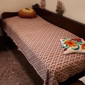 Κρεβάτι με αποθηκευτικό χώρο (μπαουλοντίβανο)