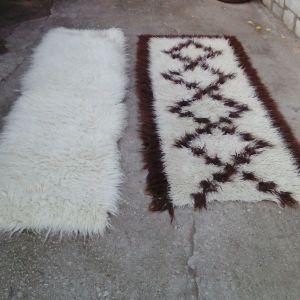 δυο διαδρομοι φλοκάτες ο άσπρος έχει μήκος 2,20 X 70 ο άσπρος καφέ έχει μήκος 2,00 X 85