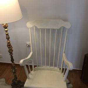 Πωλείται Κουνιστή Πολυθρόνα από μασίφ ξύλο (Λευκή)