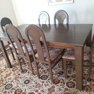 Τραπεζαρία με 6 καρέκλες και σύνθετο.