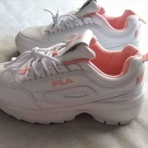 Αθλητικά γυναικεία παπούτσια
