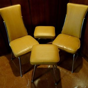 Vintage καρέκλες και σκαμπώ