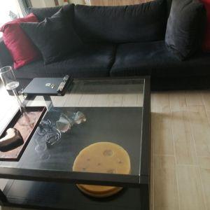 Τριθέσιος καναπές και τραπέζι σαλονιού από μασίφ ξύλο (100 ×100 cm)
