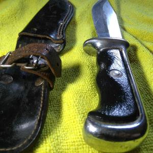 γερμανικό μαχαίρι επιβίωσης  με την θήκη του δερμάτινη... βαρη δυνατό μαχαίρι