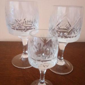 Ποτήρια κρυστάλλινα. 12 νερού - 12 κρασιού και 6 για λικερ